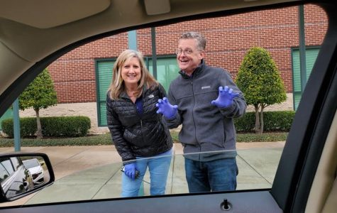 Lower School Principal, Mrs. Paige Deleon and Executive Director / Interim Head of School, Mr. John Klingstedt welcome Lower School families during curriculum pick-up. This late March event served to pass out materials to help families facilitate online learning at home during the pandemic.